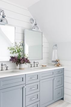 Amazing Useful Ideas: Small Bathroom Remodel White master bathroom remodel traditional.Bathroom Remodel Modern Lights bathroom remodel before and after shower. Diy Bathroom Decor, Bathroom Interior Design, Bathroom Lighting, Bathroom Organization, Bathroom Storage, Decorating Bathrooms, Bedside Lighting, Light Bathroom, Bathroom Layout