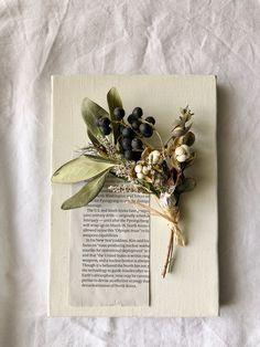 ドライフラワーキャンバスボードアレンジ | ハンドメイドマーケット minne Flower Boxes, Flower Frame, Flower Cards, My Flower, Birds In The Sky, Dried Flower Bouquet, Upcycled Home Decor, Botanical Flowers, Sweet Nothings