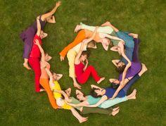 La sororidad se refiere al apoyo, coexistencia y solidaridad frente a los problemas sociales que se presentan en sociedad. La sororidad es un valor, como la fraternidad, pero vinculada a la unión, respeto y amor entre el género femenino.         https://www.significados.com/sororidad/