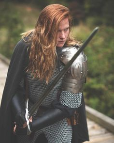 Female Armor, Female Knight, Lady Knight, Armadura Medieval, Medieval Armor, Medieval Fantasy, Fantasy Inspiration, Character Inspiration, Sword Poses