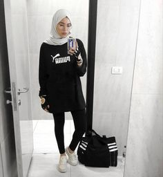 hijab sport Sporty Winter Workout Outfit for Women 06 Hijab Outfit, Muslim Fashion, Hijab Fashion, Sports Hijab, Hijab Mode, Modele Hijab, Outfit Look, Trendy Swimwear, Outfit Trends