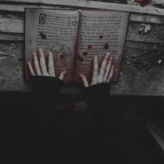Arte Obscura, Arte Horror, Dark Photography, Aesthetic Grunge, Aesthetic Dark, Aesthetic Pictures, Occult, Aesthetic Wallpapers, Dark Art