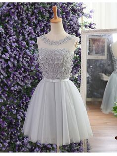 Silhouette: A-line  Neckline: Scoop  Hemline/Train:Short/Mini  Sleeve Length:Sleeveless  Embellishment:Appliques,Rhinestone  Back Details:Zipper  Fabric:Tulle