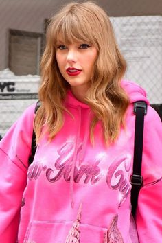 Taylor Swift Curls, Taylor Swift Pictures, Taylor Alison Swift, Taylor Swift Hair Color, Taylor Swift Bleached Hair, Taylor Swift Curly Hair, Red Taylor, Hairstyles For Round Faces, Hairstyles With Bangs