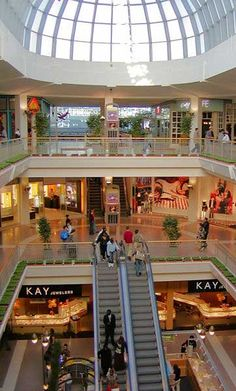 How Many Stores Are In The Mall Of America ?