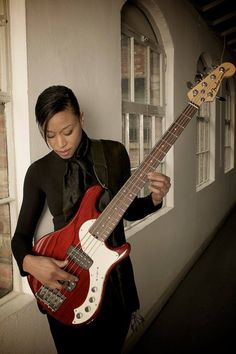 Yolanda Charles and her Fender Dimension bass. (via Bass Players United)