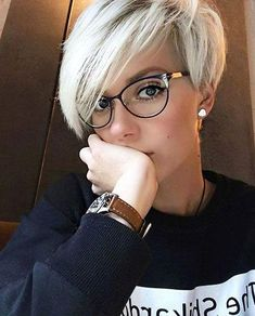 Today we have the most stylish 86 Cute Short Pixie Haircuts. We claim that you have never seen such elegant and eye-catching short hairstyles before. Pixie haircut, of course, offers a lot of options for the hair of the ladies'… Continue Reading → Edgy Pixie Hairstyles, Cute Pixie Haircuts, Haircuts With Bangs, Short Hairstyles For Women, Cool Hairstyles, Hairstyle Names, Short Haircuts, Hairstyle Ideas, Edgy Pixie Cuts