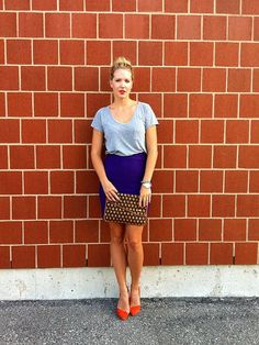 Plain t shirt, pencil skirt & bright heels. Print clutch