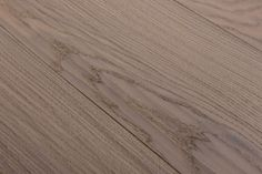 Very robust floor planks, suitable for commercial use. All Riva Mezzo products are brushed and have a large bevel. Natural Wood Flooring, Hardwood Floors, Plank Flooring, Oil, Country, Collection, Wood Floor Tiles, Rural Area, Wood Flooring