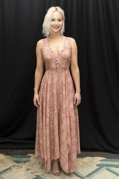Maxi-mum style: Jennifer Lawrence looks great in a paisley dress as she attends a X-Men: Apocalypse photocall in London on Sunday Star Fashion, Daily Fashion, Vogue Fashion, Fashion Hair, High Fashion, Jennifer Lawrence X Men, Jannifer Lawrence, Happiness Therapy, Estilo Street