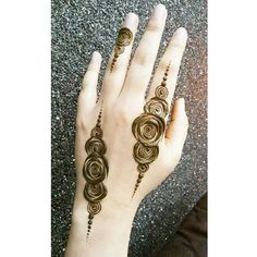 Remind your loved ones everyday about how much you love them- it makes you feel… Mehndi Desing, Mehndi Designs 2018, Modern Mehndi Designs, Bridal Mehndi Designs, Mehndi Designs For Hands, Hena Designs, Pretty Henna Designs, Beautiful Mehndi Design, Henna Tattoo Hand