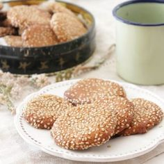 Delicious and healthy sesame cookies free of refined sugar and gluten. (in Portuguese) Bolos Light, Vegetarian Festival, Sesame Cookies, Pasta, What You Eat, Lactose Free, Vegan Foods, Food Design, Coffee Break