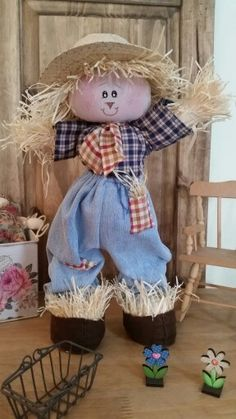 Espantalho Scarecrow Doll, Halloween Scarecrow, Halloween Sewing, Fall Sewing, Halloween Make, Diy Crafts Slime, Slime Craft, Diy And Crafts, Stall Decorations
