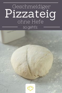 Muss es schnell gehen? Dann ist dieser Pizzateig ohne Hefe genau der Richtige! Wie er schön geschmeidig wird, liest du hier!