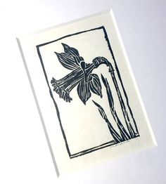 This is an original framed handpulled linocut of a daffodil flower. Black ink was used on a cream colored paper. This is a framed, ORIGINAL piece of art. The real thing, not a print. The art is mounted with chunky archival matting, framed in a slightly distressed warm, black frame Lino Art, Daffodil Flower, Linoprint, Colored Paper, Linocut Prints, Flower Frame, Daffodils, Spring Flowers, Crow