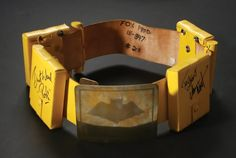 Batman's Utility Belt signed by Adam West and Burt Ward Batman 1966, Batman And Superman, Batgirl, Catwoman, Adam West Batman, Burt Ward, Thomas Wayne, Batman Tv Series, Dc Icons