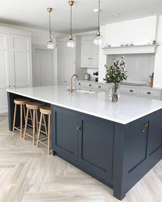 Helens kitchen over @insidenumbersixteen is really rather special isn't it! Serious Island envy! 💙 #kitchen #kitchens #kitcheninspoweek…