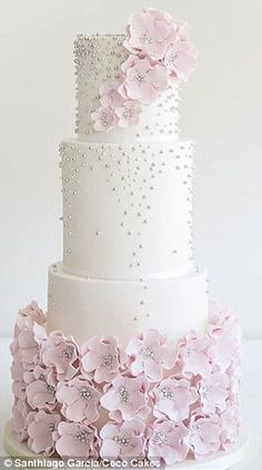 Floral fondant: The dramatic sweep of sugar flowers is classic and pretty but…