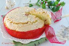 La torta panettone è una torta perfetta per il Natale, facile come una torta Margherita e buona e aromatica come un panettone natalizio!