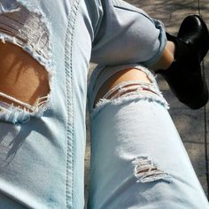 Hey, where do all you beautys get your jeans at? i need some new ones but i have no good place to get them X_X PLEASE COMMENT Outfits For Teens, Cute Outfits, Apple Bottom Jeans, Torn Jeans, Well Dressed, Distressed Denim, Boyfriend Jeans, Teen Fashion, Passion For Fashion