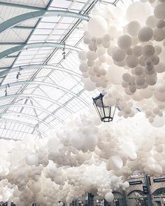 いいね!1,076件、コメント21件 ― Whitney   Travel & Lifestyleさん(@whitneylouise)のInstagramアカウント: 「⠀ Last day of the Charles Pétillon 'Heartbeat' installation at Covent Garden   Art is subjective,…」