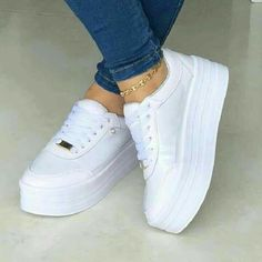 - the shoe game - chaussures Amazing shoes! - the shoe game - chaussures Moda Sneakers, Ankle Sneakers, White Sneakers, Platform Sneakers, Leather Sneakers, Sneakers Fashion, Fashion Shoes, Style Fashion, Dream Shoes