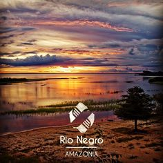 Magnifique coucher de soleil sur le Rio Negro en Amazonie pour terminer ce dimanche en beauté  Avec @heliconiaamazonia  @olivierjaudoin  #sunset #bresil #amazonie #travel #travelling #voyage #tripconnexion #followme #picoftheday #igers #instago #instalike #instadaily #instacool #instatravelling #instatravellingpic