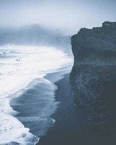 14.6 тыс. отметок «Нравится», 186 комментариев — Tobias Hägg (@airpixels) в Instagram: «Rains days and black beaches 🐾»