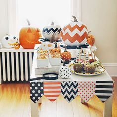 Halloween Party Decoration: Buffet Table