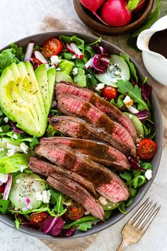 Steak salad with juicy slices of seasoned beef on a bed of colorful greens and crunchy vegetables. Mixed together with a homemade balsamic dressing. Homemade Balsamic Dressing, Balsamic Vinaigrette Recipe, Steaks, Steak Salat, Flat Iron Steak, Cooking Recipes, Healthy Recipes, Cooking Ideas, Beef Recipes