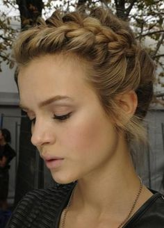 101 Braid Hairstyles You Need to Know | Beauty High // linda opción para una noche informal.