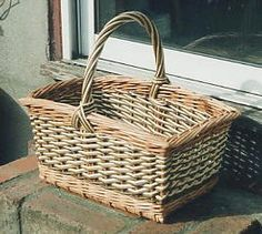 Rectangular shopper Traditional Baskets, Fruit Shop, Beautiful Hands, Shopping, Design, Nature, Traditional Hampers