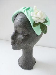 Vintage 1940s 1950s green flower cap wedding hat