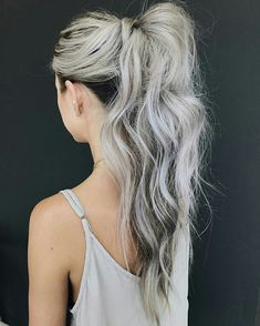 See here beautiful trends of high ponytail hairstyles for long hair and make you look more hot and sexy. This is one of the best ever hair style for all the women who like to sport bold haircut styles on all the celebrations. High Ponytail Hairstyles, High Ponytails, Braided Ponytail, Weave Hairstyles, Silver Blonde Hair, Gray Hair, Grey Blonde, Breaking Hair, Trending Hairstyles
