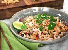 Street food Phad Thai, Cold Treatment, Asian Recipes, Ethnic Recipes, Tasty, Yummy Food, Refreshing Drinks, Street Food, Food Videos