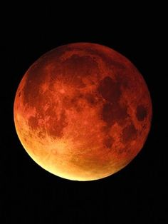 Blood moon. The reason why the Moon takes on a reddish color during totality is a process called Rayleigh scattering. This is the phenomenon responsible for the sky to be blue and the sun to appear yellow.