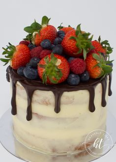 We produces delicious handmade and beautifully decorated cakes and confections for weddings, celebrations and events. Drip Cakes, Celebration Cakes, Handmade Wedding, Celebrity Weddings, Heavenly, Cake Toppers, Cake Decorating, Pudding, Fruit