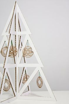 ¡Una idea ecológica que nos ha encantado! Este árbol de papel y cartón es una propuesta de Empapeart. Origami Xmas Cards, Christmas Cards, Merry Christmas, Diy And Crafts, Paper Crafts, Christmas Fashion, Xmas Tree, Holiday Decor, Handmade