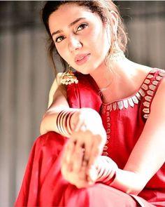 Look Your Best With This Fashion Advice – Top Clothes Boutique Mahira Khan Pics, Mahira Khan Dresses, Pakistani Models, Pakistani Actress, Tamil Actress, Beautiful Suit, Beautiful People, Beautiful Models, Girl Photo Poses