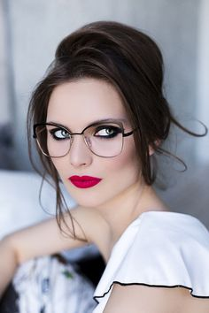 Trendy Glasses: The best eyeglasses woman trend 2019 Source by modenetwork Best Eyeglasses, Eyeglasses For Women, Lunette Style, Celebrity Jewelry, Designer Eyeglasses, Girls With Glasses, Womens Glasses, Art Deco Jewelry, Eye Glasses