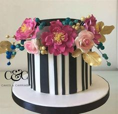 Entirely Edible -  Hat box cake - Cake by cakesandcarriages