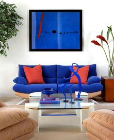 Miami Modern Living Room Design by Lourdes Munoz Interiors French Country Living Room, Classic Living Room, Modern Living, Green Sofa Inspiration, Living Room Sets, Living Room Designs, Royal Blue Couch, Blue And White Living Room, Orange Couch