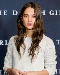 Cinque tendenze capelli imperdibili per essere super trendy nell'autunno inverno 2017-2018: ecco i tagli e le acconciature promosse a pieni voti dalla moda capelli 2018...