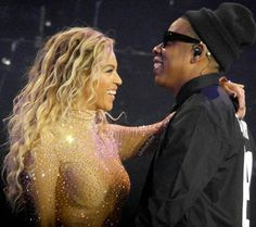 Beyonce and Jay Z embraced onstage in London's Arena March 5 during her latest Mrs. Carter Show World Tour stop. Beyonce Style, Beyonce And Jay Z, Kim Kardashian Wedding, Mrs Carter, Star Track, Queen B, Celebs, Celebrities, Black Is Beautiful