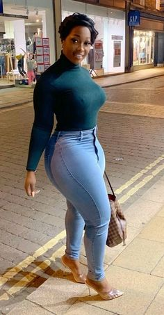 Thick Girl Fashion, Curvy Women Fashion, Women's Fashion, Curvy Outfits, Girl Outfits, Sexy Black Art, Big Hips And Thighs, Sexy Ebony, Voluptuous Women