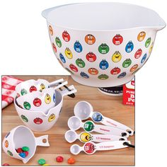 Cute M&M's Mixing Bowl And Measuring Set Fun For Bakers Of All Ages. Great time to have fun with the grandkids smiles and fun. M M Candy, Best Candy, Favorite Candy, Candy Pillows, M&m Characters, Rhinestone Art, Shabby Chic Kitchen, Kitchen Decor, Inexpensive Gift