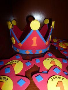 Corona goma eva cumpleaños Scissor Practice, Fiesta Party, Crowns, Ideas Para, First Birthdays, Art For Kids, Baby Boy, Nursery, Children
