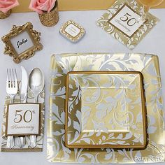 Explore ideas for an elegant and romantic wedding anniversary party with a Golden Anniversary theme! 50th Wedding Anniversary Decorations, Anniversary Parties, Anniversary Ideas, Homemade Anniversary Gifts, Golden Anniversary, Second Anniversary, Ideas Party, Gift Ideas, City Party