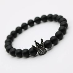 Beautifully handcrafted, this stunning beaded Crown stretch men's bracelet is available in 4 beautiful metal variations. - Fits all wrists - Natural Matte Black Onyx beads with a diameter of 8mm - Gol