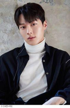 Actor Jang Ki-yong is the next rising star. The 2018 & Korean Hallyu Awards& was held on the and Jang Ki-yong was awarded Rising Star. Korean Male Actors, Handsome Korean Actors, Korean Celebrities, Asian Actors, Park Hae Jin, Park Seo Joon, Hot Korean Guys, Korean Men, Korean Wave